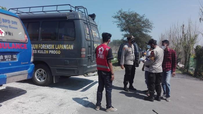 Evakuasi penemuan tengkorak manusia di Pantai Mlarangan Asri, Kalurahan Pleret, Kapanewon Panjatan, Kulon Progo, DIY, Minggu (15/8/2021).