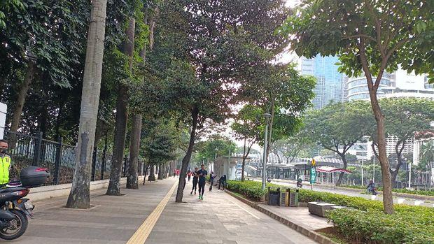 Kondisi Jalan Sudirman pagi ini di tengah PPKM level 4