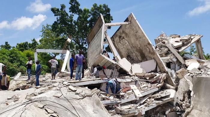 Gempa berkekuatan M 7,2 mengguncang Haiti. Korban tewas akibat gempa dilaporkan mencapai 304 orang dan 1.800 orang diketahui terluka.