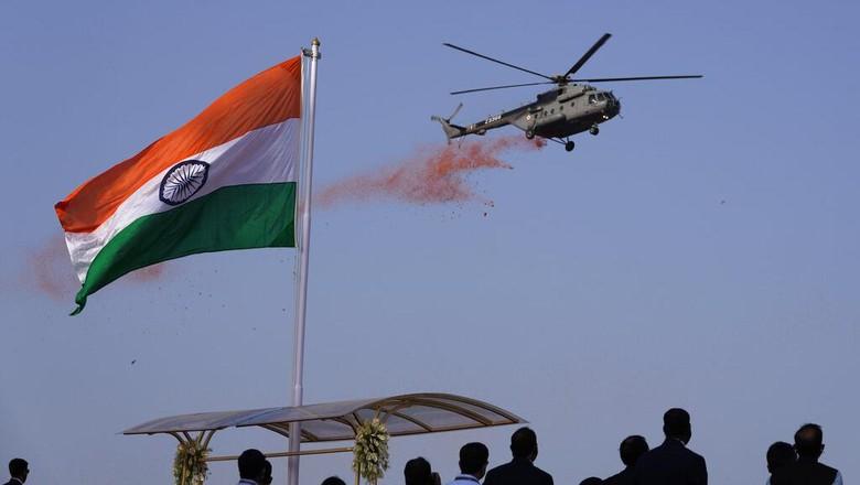 Hari Kemerdekaan India dirayakan setiap tanggal 15 Agustus. Meski masih hadapi pandemi COVID-19, warga India tetap bersuka cita merayakan hari kemerdekaan.