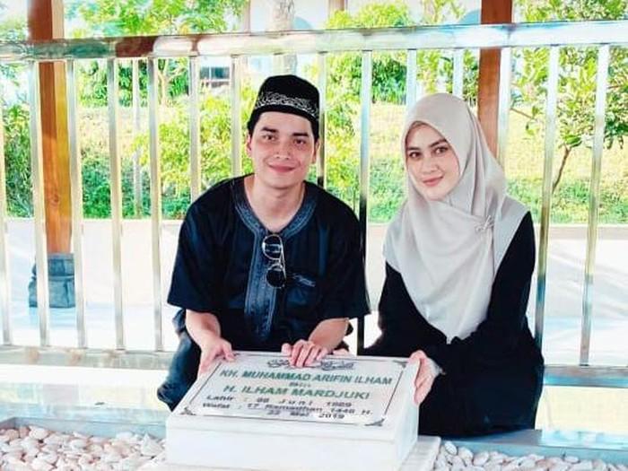 Alvin Faiz dan Henny Rahman