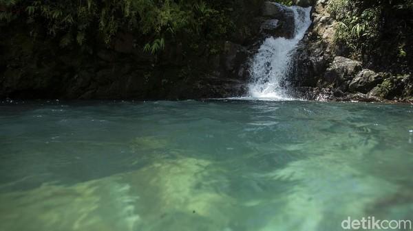 Bagi pengunjung yang tidak bisa berenang, pengunjung dapat menyewa pelampung di sekitar curug.