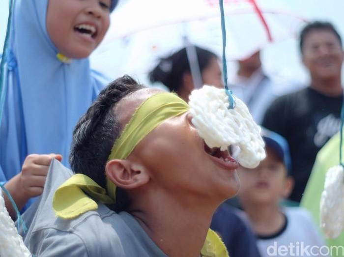 3 Filosofi Lomba Makan Kerupuk dalam Peringatan 17 Agustusan