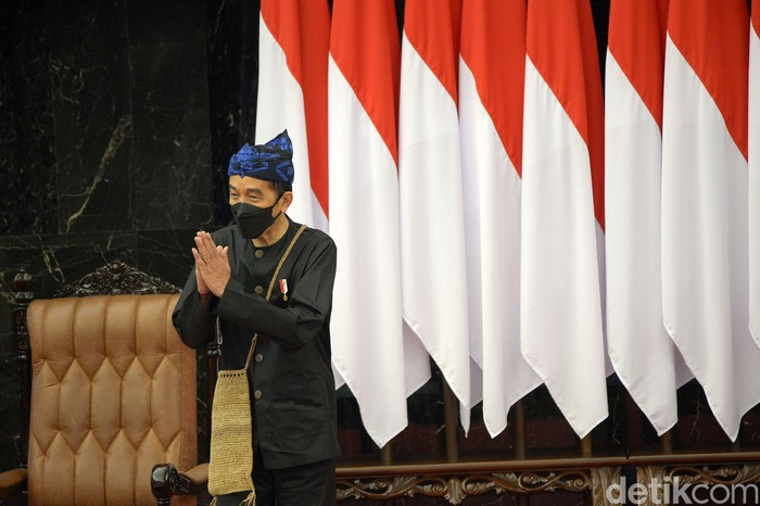 Presiden Jokowi menyampaikan pidato kenegaraan dalam sidang tahunan MPR dan sidang bersama DPR-DPD RI. Salah satu pidato yang disampaikan adalah soal pandemi COVID-19.