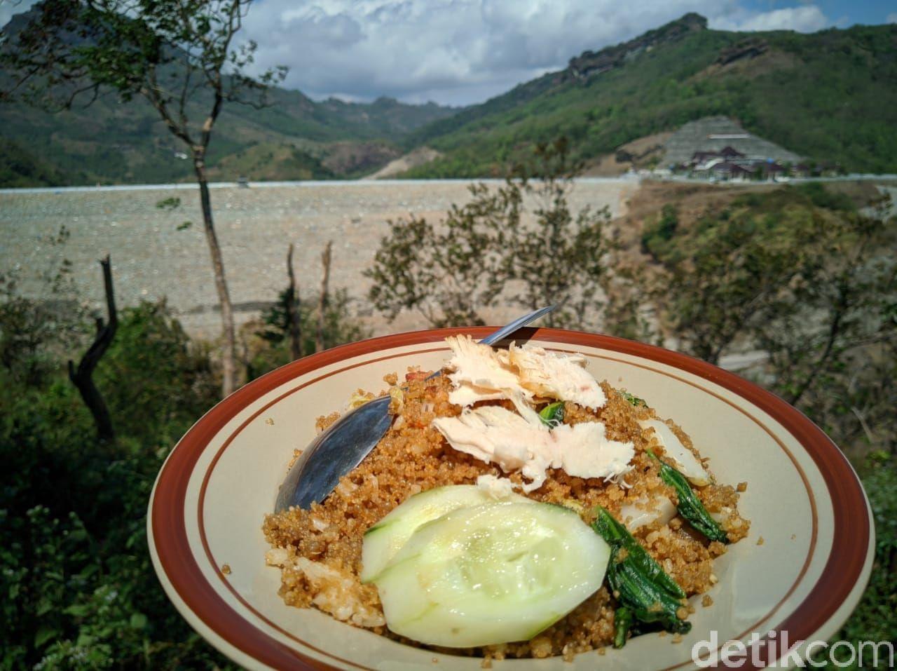 Mantul! Makan Tiwul Goreng Rp 9.000 Bonus Pemandangan Waduk Bendo