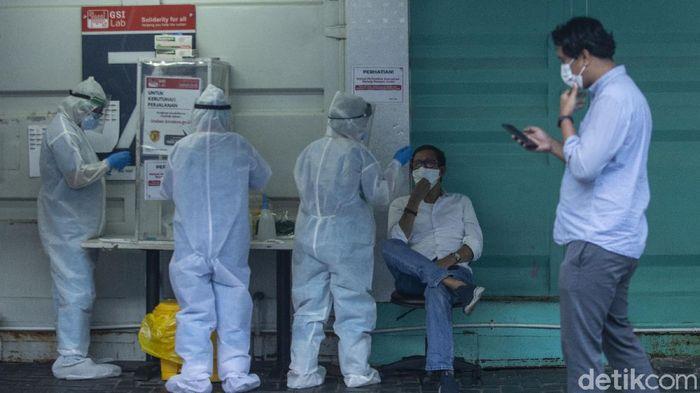 Meski Presiden Jokowi telah menurunkan harga tes PCR namun fakta di lapangan harga tersebut belum sesuai dengan instruksi.