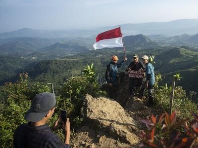Mendaki Gunung 1050 Mdpl di Dekat Jakarta