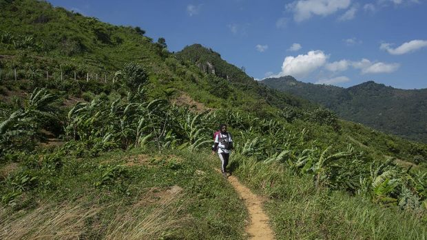 Mendaki Gunung Kuta 1050 Mdpl Dekat Jakarta