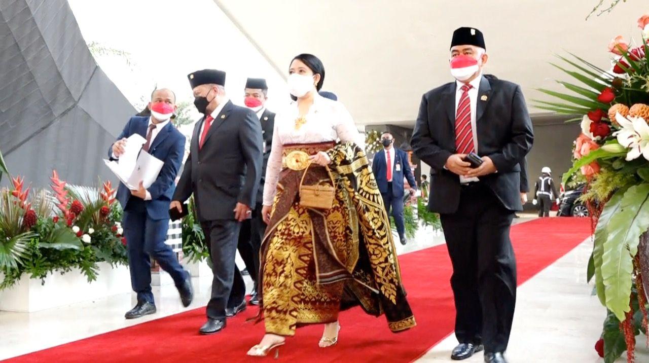 Pakaian adat khas Bali yang dikenakan Ketua DPR RI Puan Maharani