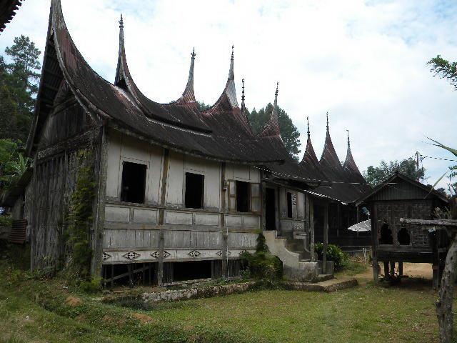 Sebuah desa kecil di Sumatra Barat (Sumbar) yang selain memiliki potensi menjadi destinasi wisata, juga pernah menjadi penyelamat dalam sejarah perjuangan bangsa.
