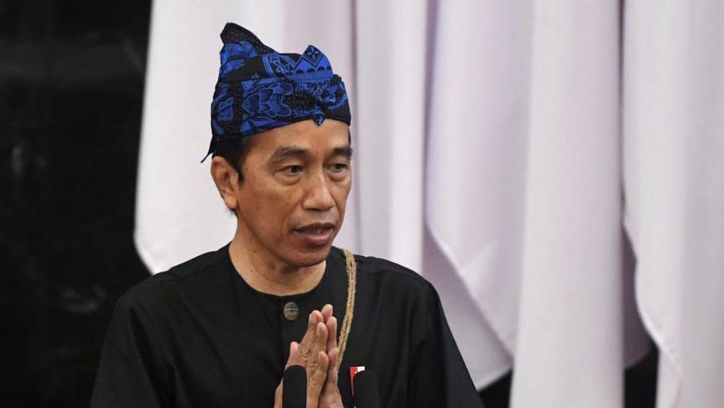 Kesederhanaan Ditonjolkan Jokowi saat Pakai Baju Adat Baduy di Senayan