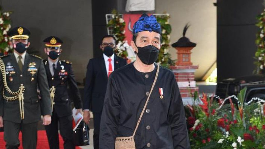 KSP: Pakai Baju Adat, Cara Jokowi Hentikan Stigma Negatif Suku Baduy
