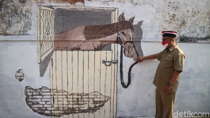 Warga Desa Janggalan di Kudus melukis mural tiga dimensi menyambut perayaan kemerdekaan Indonesia. Penasaran?