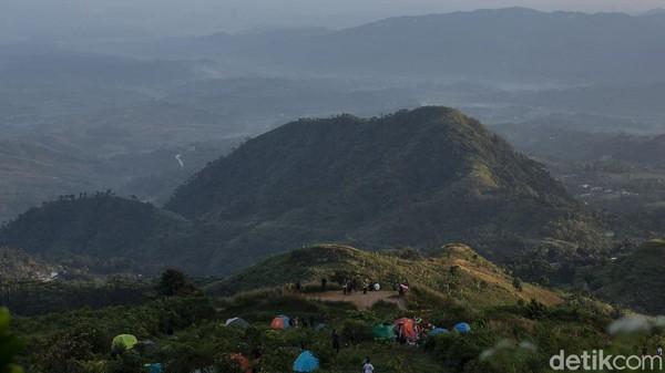 Pendaki juga dapat traking hingga malam hari, sebab jalur yang dilalui tidak rumit.