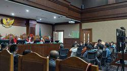 Pengacara Keberatan 8 Terdakwa ASABRI Disidang Secara Bersamaan