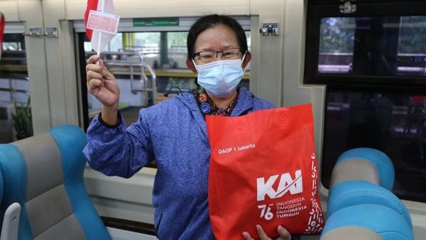 Di tengah pandemi Covid-19, PT KAI Daop 1 Jakarta ingin menjadikan moment peringatan HUT Kemerdekaan RI dirasakan oleh pelanggan KA dan para stakeholder agar semangat berjuang melawan pandemi Covid-19 (dok PT KAI Daop 1 Jakarta)