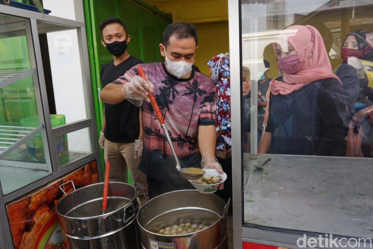 Bakso Gratis Rayakan HUT RI ke-76 di Banjarnegara, Jawa Tengah