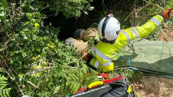 Warga itu pun mencari tahu penyebab Piran terus mengeong. Ternyata pemilik Piran jatuh dari sekitar 21,3 meter ke sungai di Cornwall Utara.