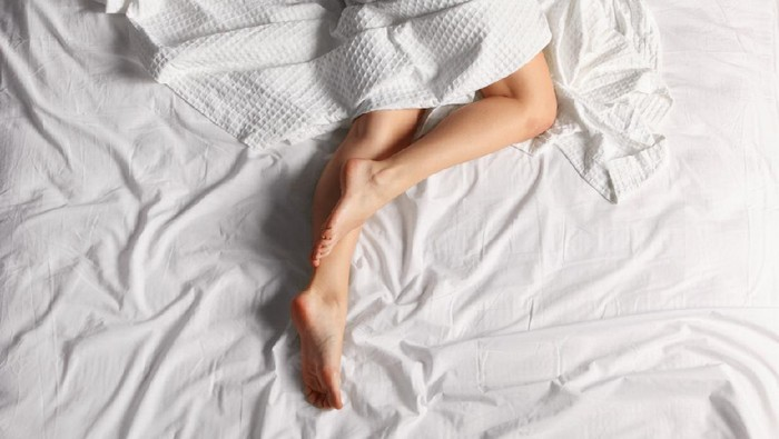 womans legs on bed