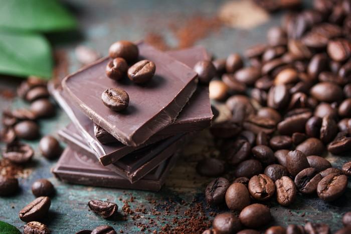 Kopi vs Cokelat, dua minuman dengan beragam manfaat kesehatan. Mana yang lebih sehat?