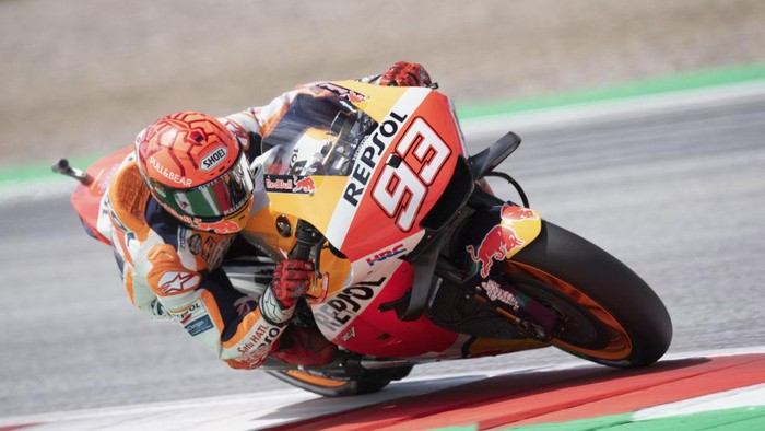 SPIELBERG, AUSTRIA - AUGUST 07: Marc Marquez of Spain and Repsol Honda Team rounds the bend during the MotoGP of Styria - Qualifying at Red Bull Ring on August 07, 2021 in Spielberg, Austria. (Photo by Mirco Lazzari gp/Getty Images)