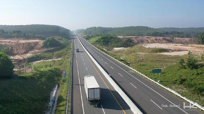Pembangunan Jalan Tol Trans Sumatera terus berjalan meski pandemi COVID-19 melanda. Intip Yuk, sejumlah proyek yang sedang berjalan.