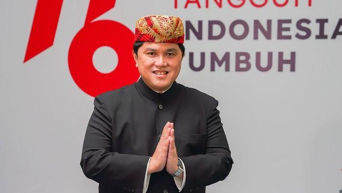 Menteri BUMN Erick Thohir pakai baju adat Lampung