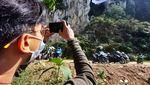 Memotret Merah Putih di Tebing Hawu