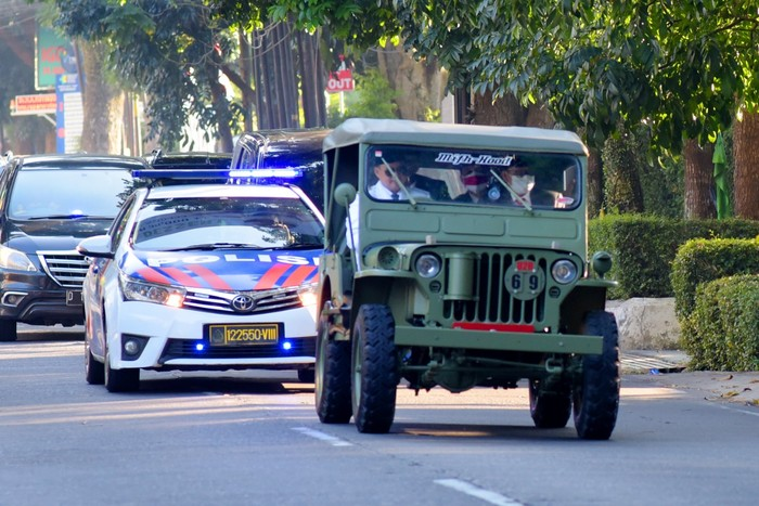 Wakil Gubernur Jawa Barat Nyetir Jeep Willys