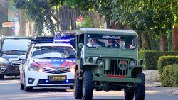 Hadiri Upacara HUT RI, Wagub Jabar Nyetir Mobil Zaman Perang