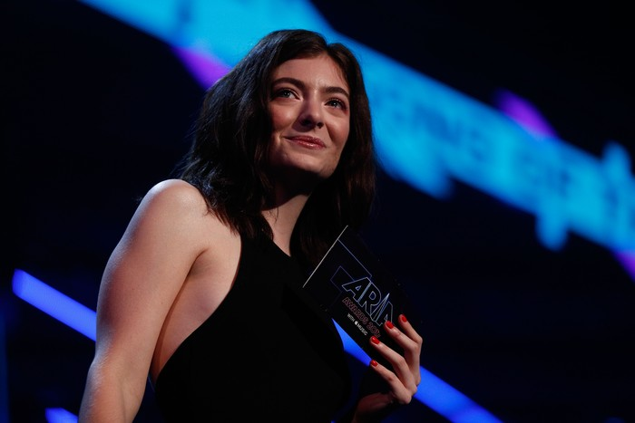 SYDNEY, AUSTRALIA - NOVEMBER 28:  Lorde presents Peking Duck with the ARIA for Song of The Year during the 31st Annual ARIA Awards 2017 at The Star on November 28, 2017 in Sydney, Australia.  (Photo by Zak Kaczmarek/Getty Images for ARIA)