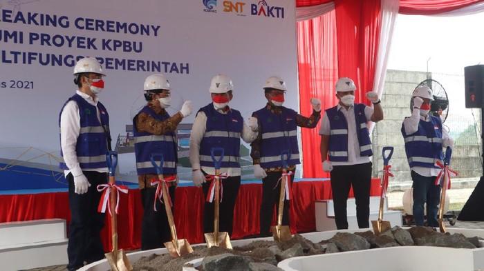 Groundbreaking stasiun bumi untuk mendukung pengoperasian satelit Satria-1 di Cikarang, Jawa Barat, Rabu (18/8/2021).
