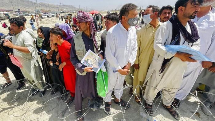 Warga terus memadati Bandara Kabul, Afghanistan. Mereka berniat meninggalkan negaranya.