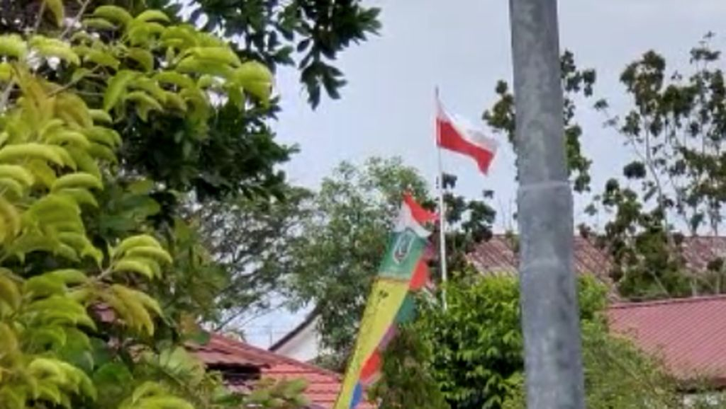 Penjelasan Kadis Belitung Timur soal Bendera Indonesia Berkibar Terbalik