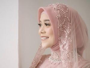 3 Gaya Hijab Lesti Kejora Saat Upacara Adat Sunda Hingga Siraman Jelang Nikah