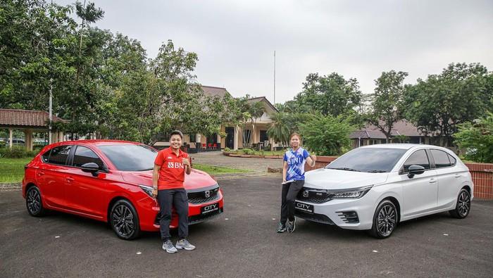 Greysia Polii/Apriyani Rahayu mendapat hadiah mobil.