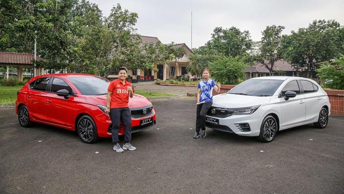Greysia Polli dan Apriyani Rahayu, mendapatkan hadiah Honda City Hatchback RS dari PT Honda Prospect Motor (HPM)