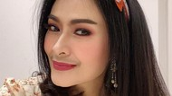 Potret Iis Dahlia Manis dengan Kumis Tipis yang Dicibir Netizen
