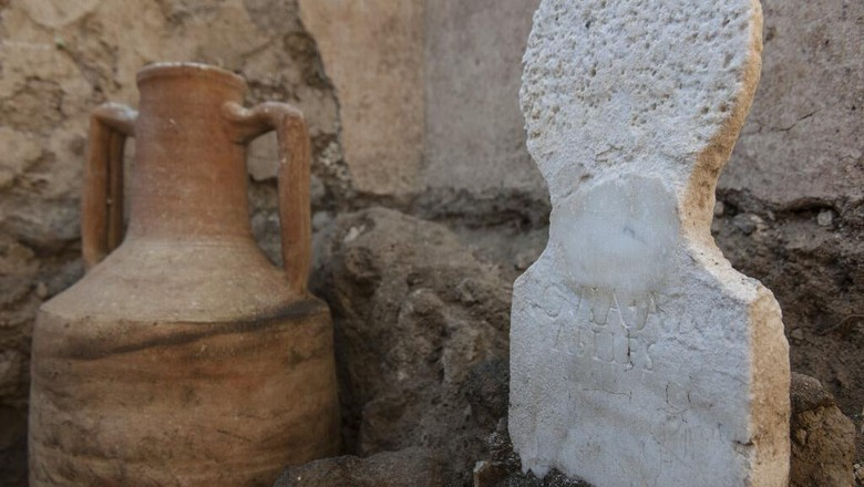 In this undated photo released by the Pompeii archeological park, a urn found in the necropolis of Porta Sarno, in an area not yet open to the public in the east of Pompeii's urban center. Archaeologists in the ancient city of Pompeii have discovered a remarkably well-preserved skeleton during excavations that also shed light on the cultural life of the city before it was destroyed by a volcanic eruption in AD 79. The discovery is unusual since most adults were cremated at the time. (Alfio Giannotti/Pompeii Archeological Park via AP)