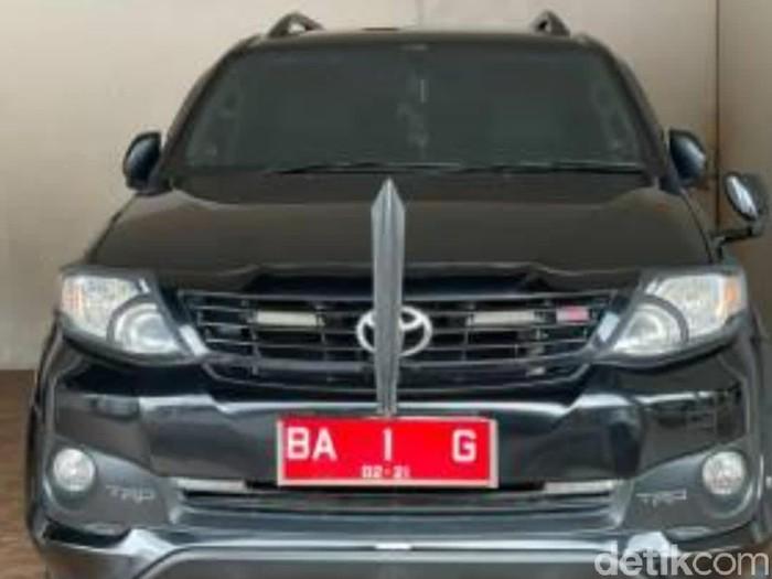 Mobil dinas Bupati Pesisir Selatan (Jeka Kampai/detikcom)
