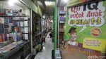 Penjual Buku Bertahan di Tengah Perpanjangan PPKM