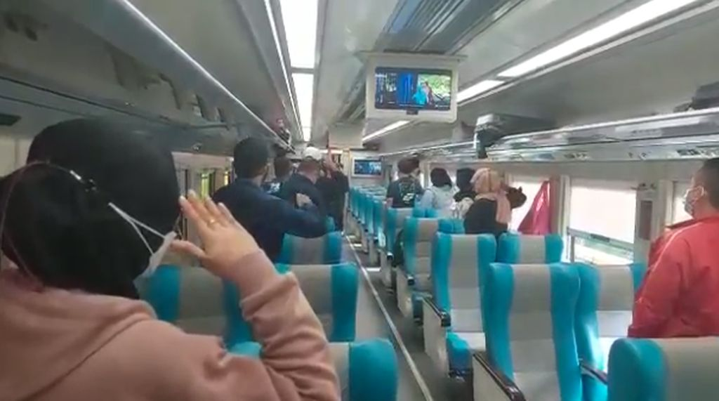 Rayakan HUT ke-76 RI, KAI Kibarkan Merah Putih di Dalam Kereta