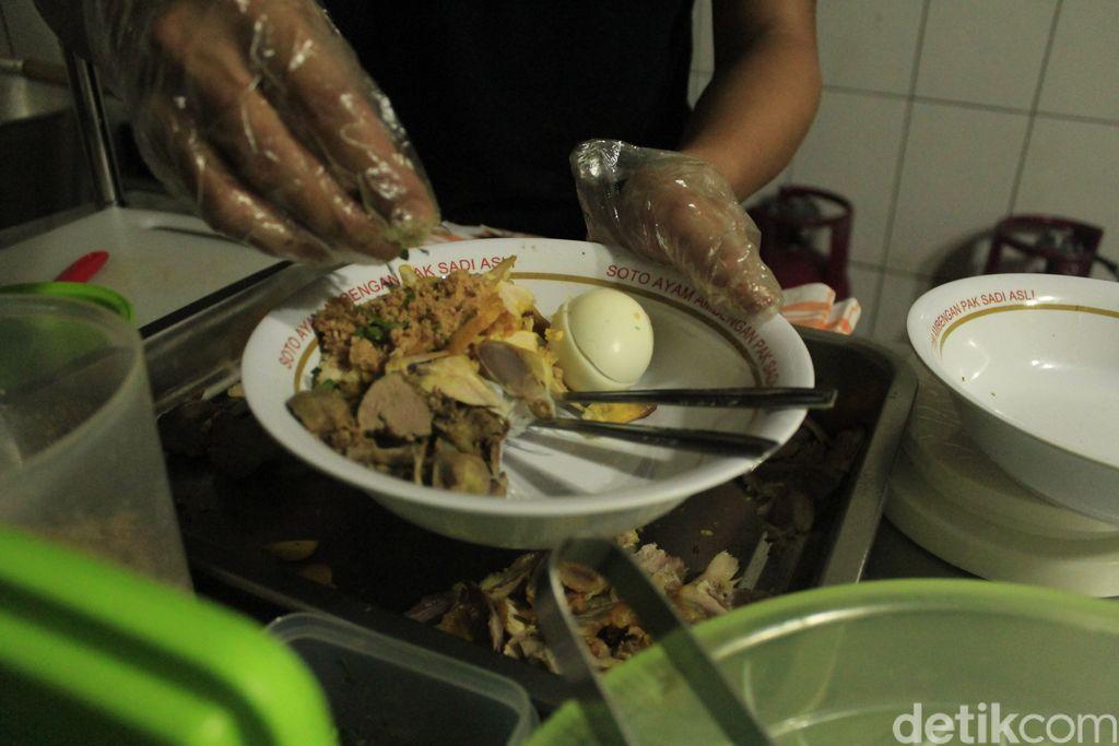 Soto Ayam Ambengan Pak Sadi Legendaris Kini Bisa Dinikmati di Bandung