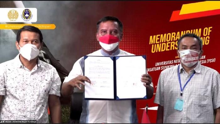 Sebagai wujud komitmen bersama dalam memajukan persepakbolaan Indonesia, PSSI menandatangani nota kesepahaman kerja sama dengan tujuh universitas. Salah satunya dengan Universitas Negeri Surabaya (Unesa) untuk memfasilitasi atlet muda dari perguruan tinggi.