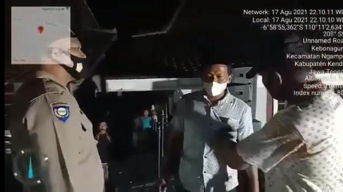 Viral video pentas musik peringatan HUT ke-76 RI di Kendal dibubarkan polisi.