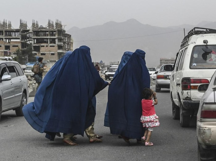 Members of an internally displaced Afghan family who left their home during the ongoing conflict between Taliban and Afghan security forces arrive from Qala-i- Naw, in Enjil district of Herat, on July 8, 2021. (Photo by Hoshang Hashimi / AFP)