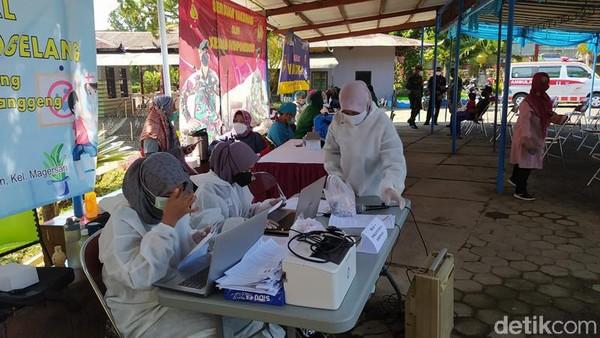 Di Taman Kyai Langgeng, lokasi vaksinasi dibagi di dua tempat. Jika selama ini vaksin di rumah sakit maupun puskesmas, kali ini bisa di tempat wisata. (Eko Susanto/detikTravel)