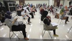 Yogyakarta juga sudah mulai menjalani vaksinasi ibu hamil dengan target 1,110 ibu hamil dari total secara keseluruhan di DIY kurang lebih 14,000 sasaran.