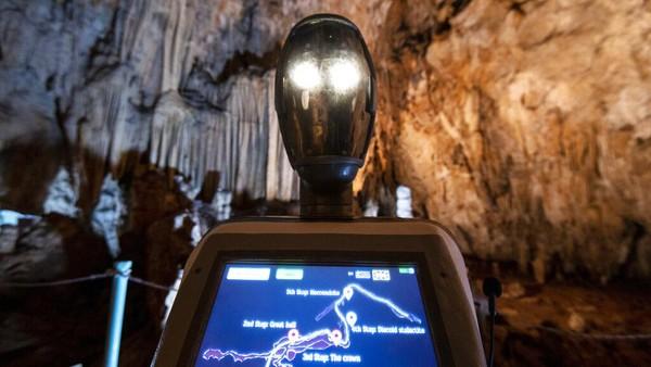 Robot pemandu wisata itu bernama Persephone.