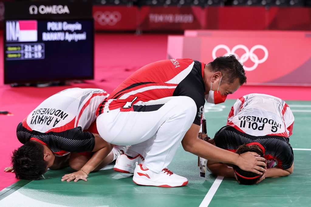CHOFU, JAPAN - AUGUST 02: Apriyani Rahayu(right) celebrates with her coach Eng Hian after she and Greysia Polii of Team Indonesia winning against Chen Qing Chen and Jia Yi Fan of Team China during the Women's Doubles Gold Medal match on day ten of the Tokyo 2020 Olympic Games at Musashino Forest Sport Plaza on August 02, 2021 in Chofu, Tokyo, Japan. (Photo by Lintao Zhang/Getty Images)